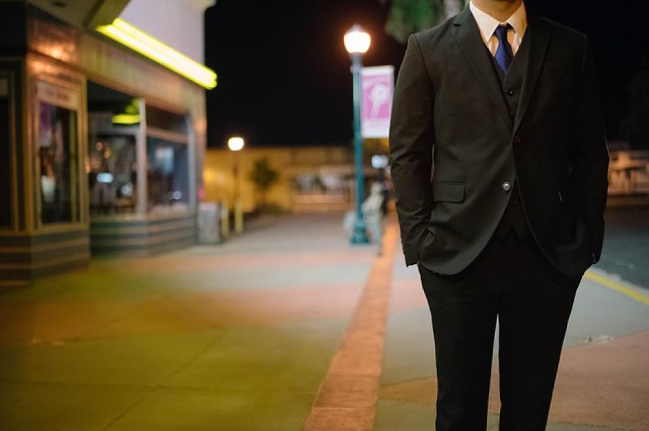 Pracodawcy są świadomi, że strój galowy najlepiej sprawdza się podczas spotkań z klientami i branżowych konferencji, ponieważ jest elementem budowania profesjonalnego wizerunku firmy na rynku. (Fot. Pixabay)