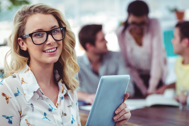 Pokolenie Y i Z to ludzie wychowani w cyfrowym świecie, więc mile widziane są tu wszelkie komunikaty płynące kanałami online. (Fot. Shutterstock)