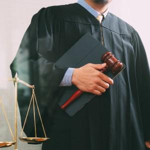 Sędzia nakłaniał do fałszywych zeznań. Został skazany