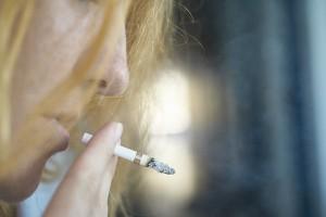 Zakaz korzystania z windy w pracy po przerwie na papierosa. Japońscy pracodawcy biorą się za palaczy