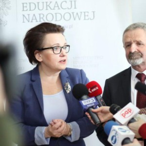 Zalewska odpowiada na protest nauczycieli: podwyżki są realizowane
