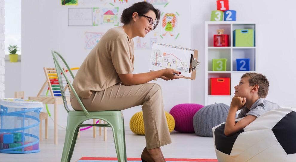 Praca: Pedagog i psycholog znajdą etat w szkole
