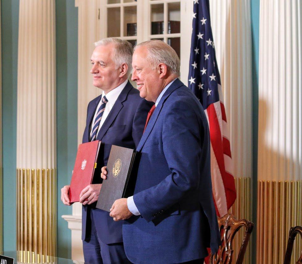 Podpisanie umowy z największą potęgą naukową świata, jaką są Stany Zjednoczone - to jest wielka szansa dla polskich jednostek naukowych, uniwersytetów i polskich uczonych - powiedział wicepremier Jarosław Gowin (fot.twitter.com/StateDeptOES)
