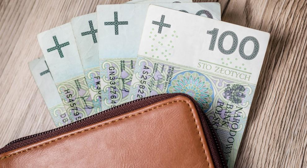 PWC: Z każdej zarobionej złotówki Polak dostaje 71 groszy