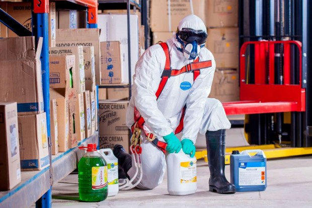 Niebezpieczne substancje w pracy. Pracownicy nie zawsze świadomi zagrożeń