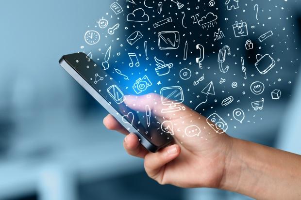 Kiedy szef firmy zakłada konto na portalu społecznościowym, musi liczyć się z zagrożeniami. (Fot. Shutterstock)