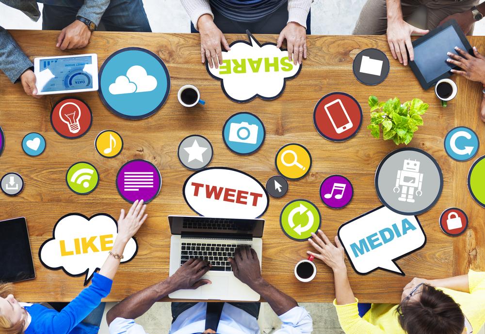 Ponad połowa przebadanych menedżerów przyznaje się do konta wyłącznie w jednym portalu społecznościowym (Fot. Shutterstock)