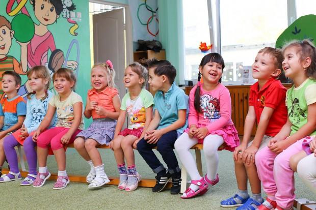 Finlandia chce zmienić zasady zatrudniania w przedszkolach. Praownicy protestują
