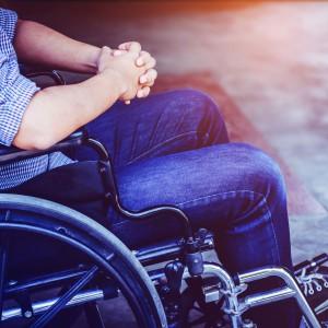 Jak pomagać niepełnosprawnym na rynku pracy?