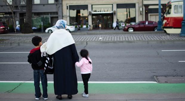 Nauczycielka przyszła do pracy w muzułmańskiej chuście. Co na to sąd pracy?