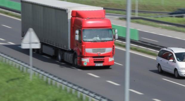 Praca dla kierowcy: Zarobki są niezłe, ale brakuje chętnych. Jak to możliwe?