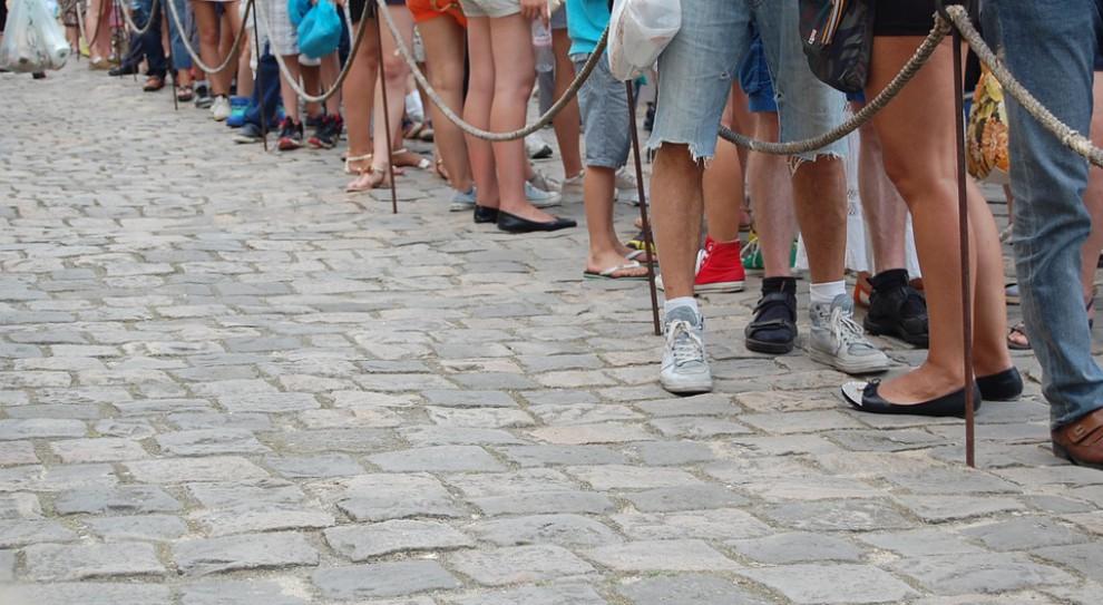 """""""Bazarek niewolników"""". Stoją i czekają na pracę"""