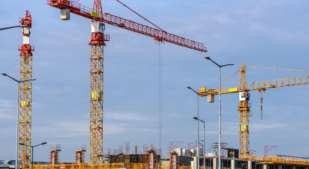 Branży budowlanej doskwiera brak pracowników. Ceny mieszkań szybują w górę