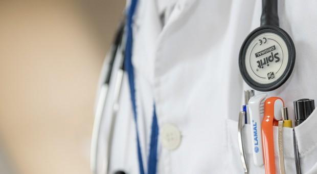 Lekarze chcą poszerzenia statusu funkcjonariusza publicznego