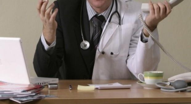 Listy lekarzy stosujących klauzulę sumienia. Prywatne lecznice już je mają