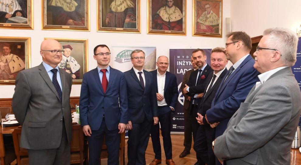 PKP PLK i Grupa ZEU zapewnią stypendia i staże studentom Politechniki Krakowskiej