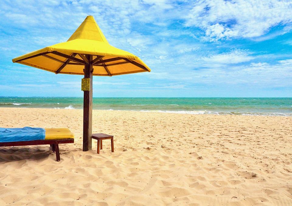 Aż 55 proc. Polaków planuje wyjazd na plażę, aby korzystać z letniego urlopu (Fot. Pixabay)