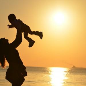 Urlop rodzicielski to nie wszystko. Na co liczą matki i ojcowie w miejscu pracy?