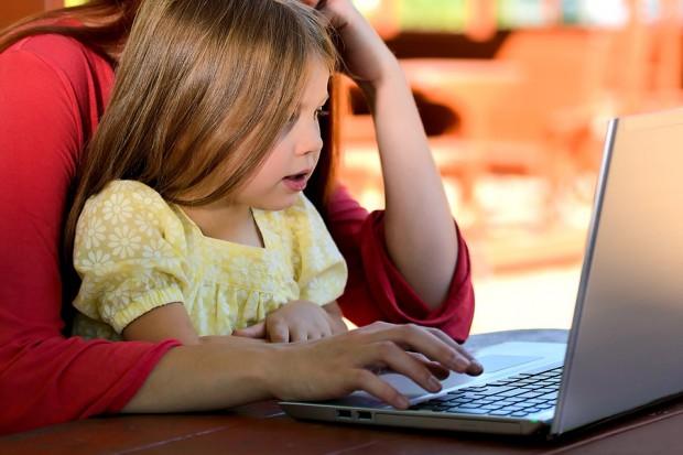 Miliardy na internet w szkołach i naukę programowania dla uczniów