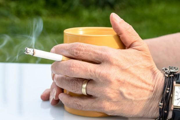 Dzień wolny od pracy w zamian za rzucenie palenia. Kuszący pomysł na Węgrzech