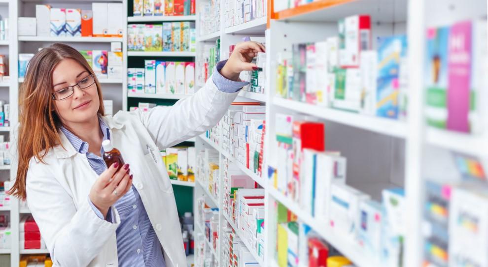 Nowa uchwała zmusza farmaceutów do pracy całą dobę. Farmaceuci: Tak się nie da