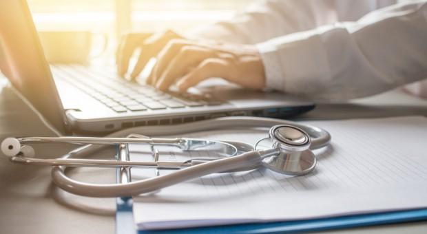 Organizacje lekarzy wciąż protestują przeciwko elektronicznym L4