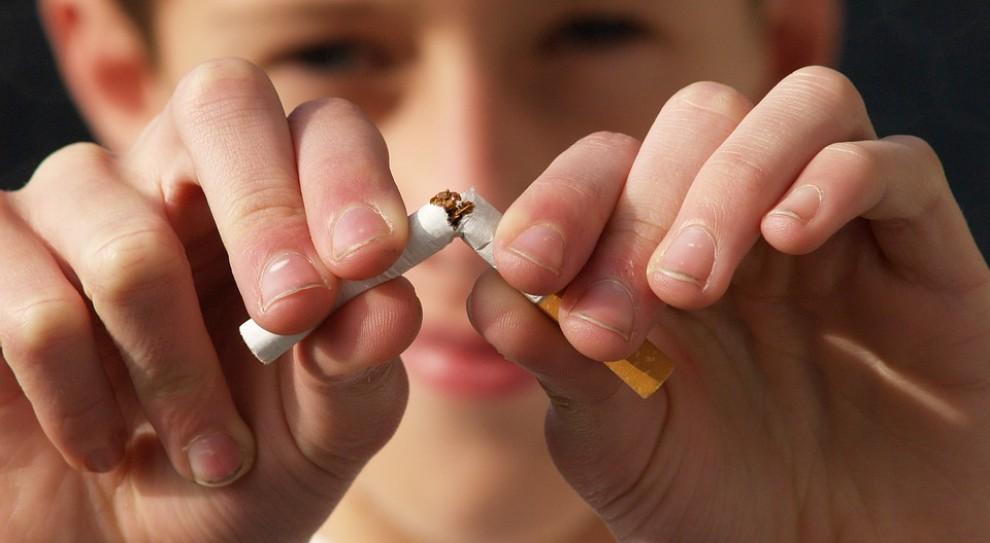 """Dzień bez papierosa. Firmy tracą miliony przez """"dymka"""" w czasie pracy"""