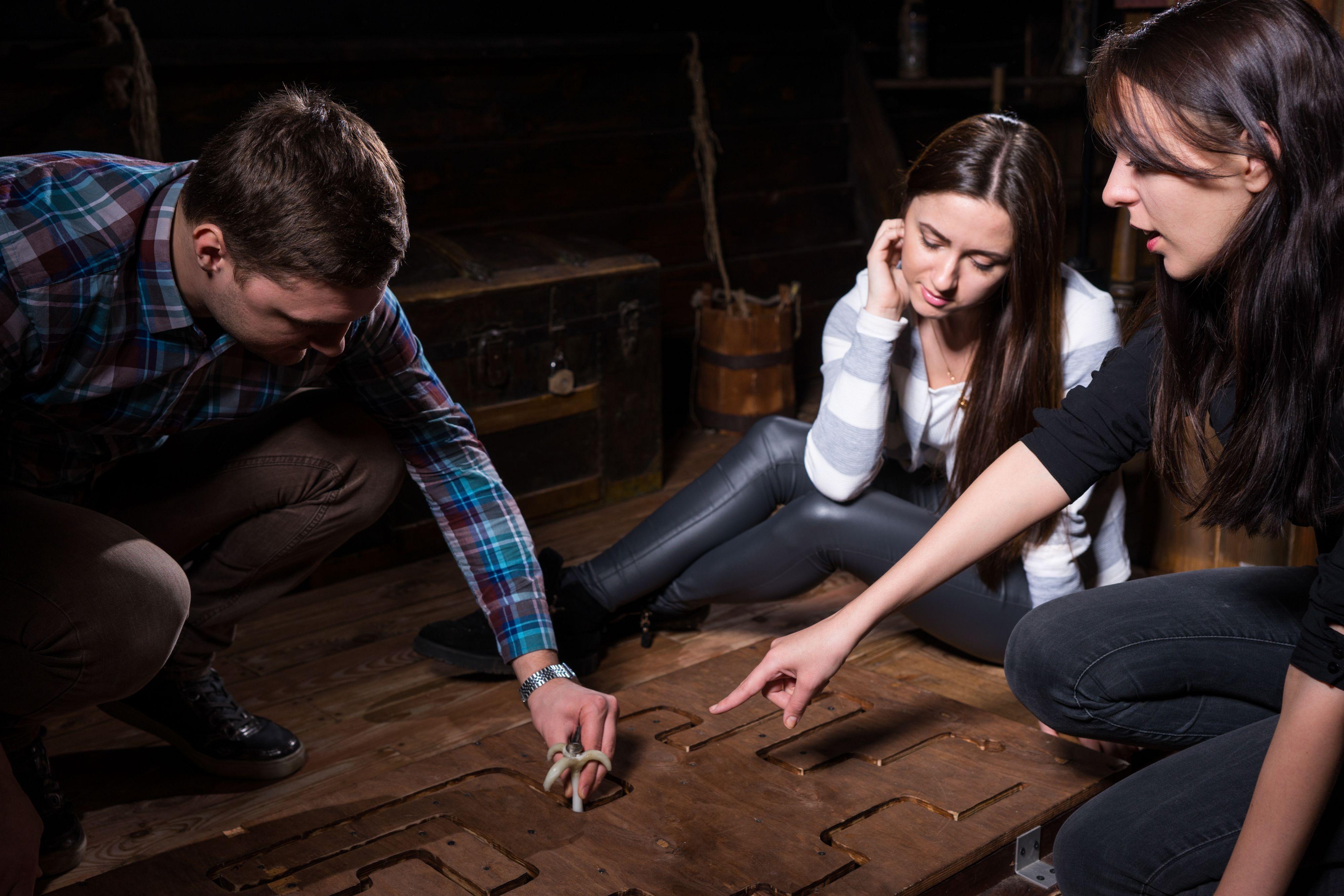 Głównym powodem, dla którego Polacy tak chętnie odwiedzają pokoje zagadek jest dobra zabawa. (Fot. Shutterstock)