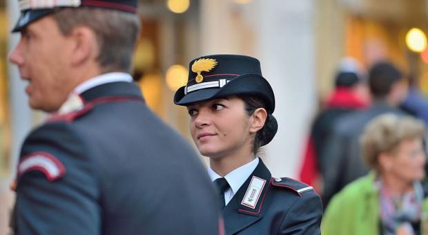 Włochy. Prawie połowa młodych ludzi myśli o służbie mundurowej