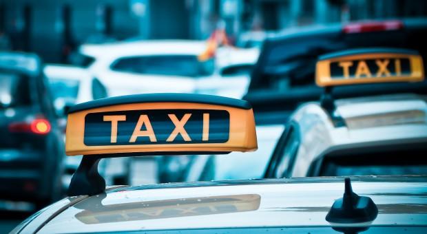 Chiny: Większa kontrola nad platformami do wzywania taksówek po zabójstwie pasażerki
