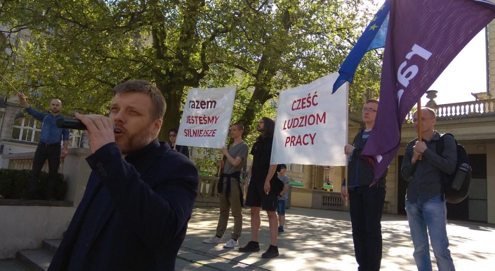 """Partia Razem o skracaniu czasu pracy. Zandberg chce, by Polacy pracowali """"mądrze"""""""