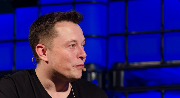 Tesla oskarżona o naruszanie praw pracowników