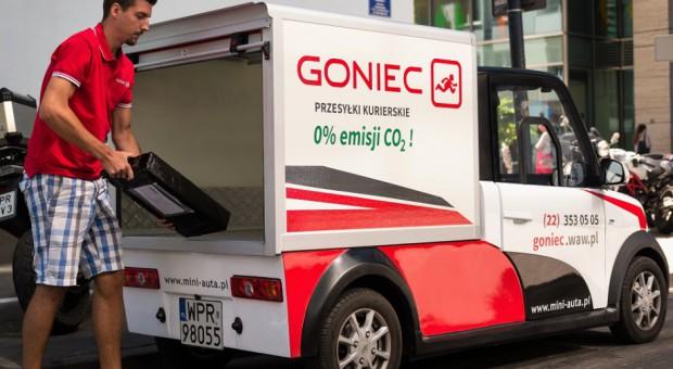 Pracownicy warszawskiej firmy kurierskiej przesiadają się do samochodów elektrycznych