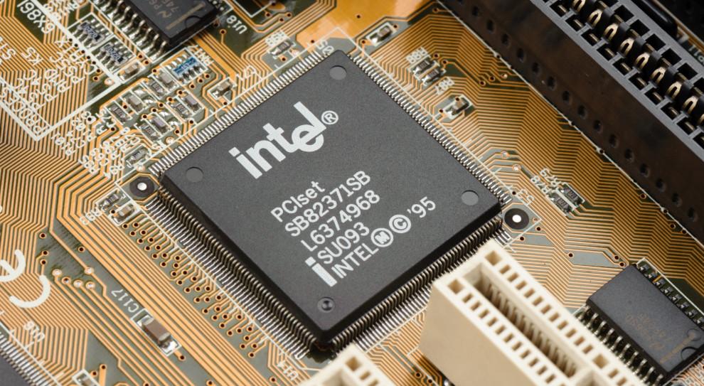 Mimo dobrej sprzedaży Intel będzie zwalniał ludzi