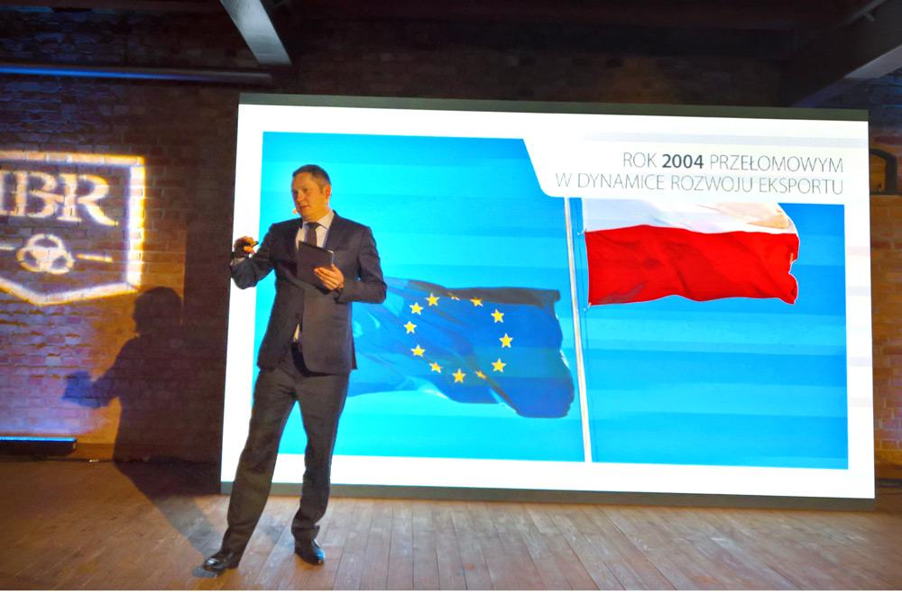 - Ojciec długo przygotowywał mnie do roli prezesa – mówi Mikołaj Placek, prezes grupy Oknoplast. (fot. oknoplast.com.pl)