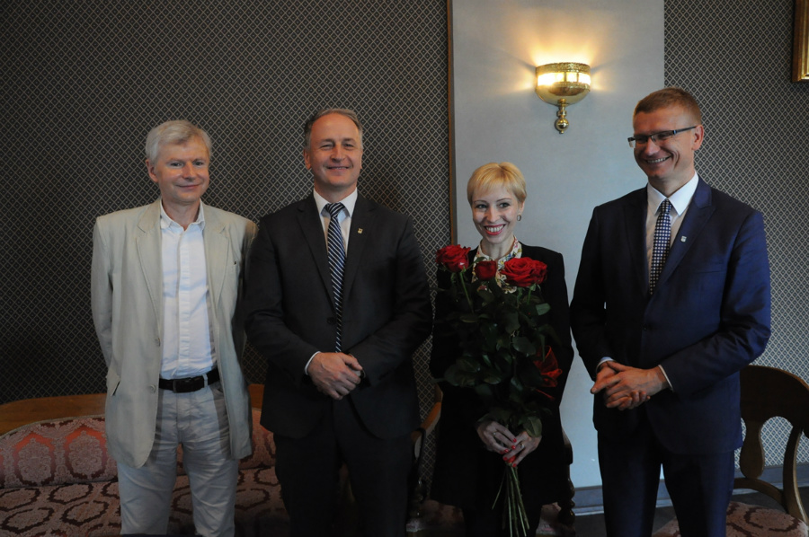 - Pomysł, by to stanowisko zaproponować właśnie Magdalenie Piekorz wyszedł od samych aktorów - zdradził Robert Dorosławski, dyrektor teatru. (fot. UM Częstochowa)