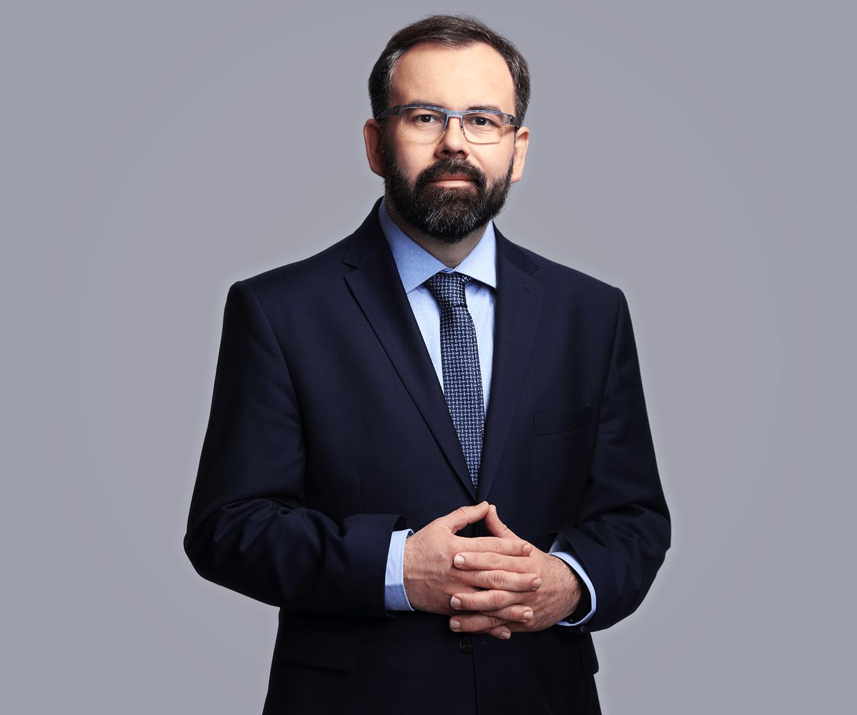 Liwiusz Laska specjalizuje się m.in. w prawie pracy.