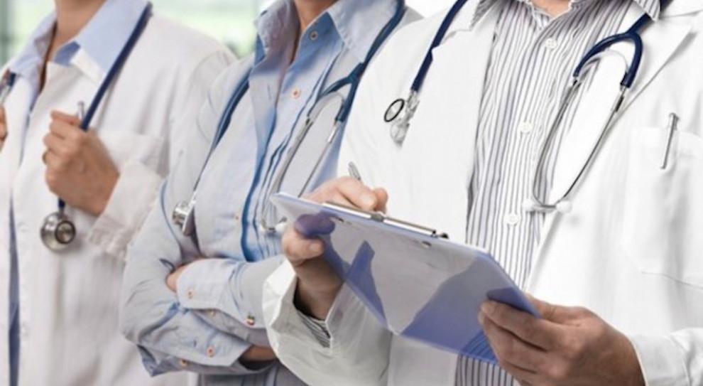 """""""Lojalka"""" mało atrakcyjna dla lekarzy, bo zarabiają sporo więcej"""