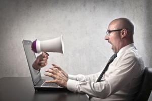 Co najbardziej irytuje pracowników biurowych? Odpowiedź zaskakuje