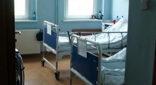 Pracownicy szpitala w Pszczynie pikietowali przed śląskim NFZ