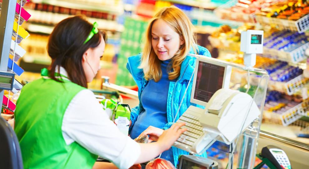 Praca w handlu: Kasy samoobsługowe zastąpią kasjerów w sklepach?