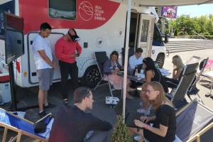 Mobilna strefa zawiozła przedsiębiorcom bony szkoleniowe... camperem