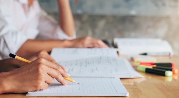 Wybierasz szkołę lub kierunek studiów? Oto praktyczne porady byś miał zawód z przyszłością