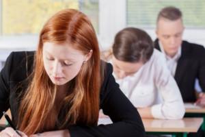 Kiedy maturzyści wybierają studia? Te dane mogą zaskakiwać