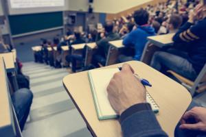 Niektórych studiów nie opłaca się kończyć. Polska młodzież nie może liczyć na wiele