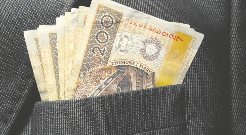Raport: Płace w sektorze publicznym i prywatnym. Kto płaci więcej?