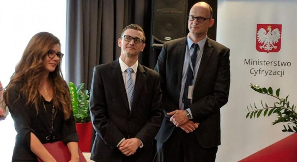 Karol Okoński i Wanda Buk dostali awanse w kierownictwie cyfryzacji