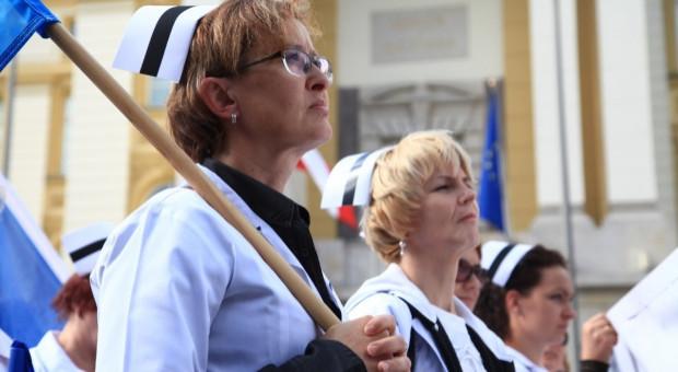 Pielęgniarki i położne nie będą strajkować do 1 stycznia 2021