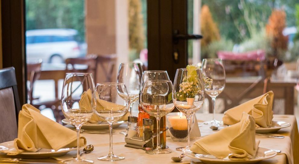 Restauratorzy będą mieć pełne ręce roboty. Polacy coraz chętniej jedzą poza domem