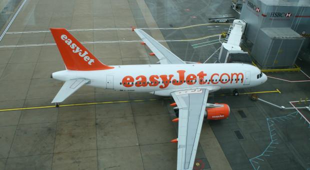 Strajkują Francuzi, straty wyliczają kolejne linie lotnicze. W milionach euro